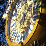 Уличные часы в стиле интерьерных часов XIX века