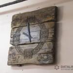 Часы из состаренного дуба.