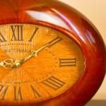 Часы из экзотических пород дерева